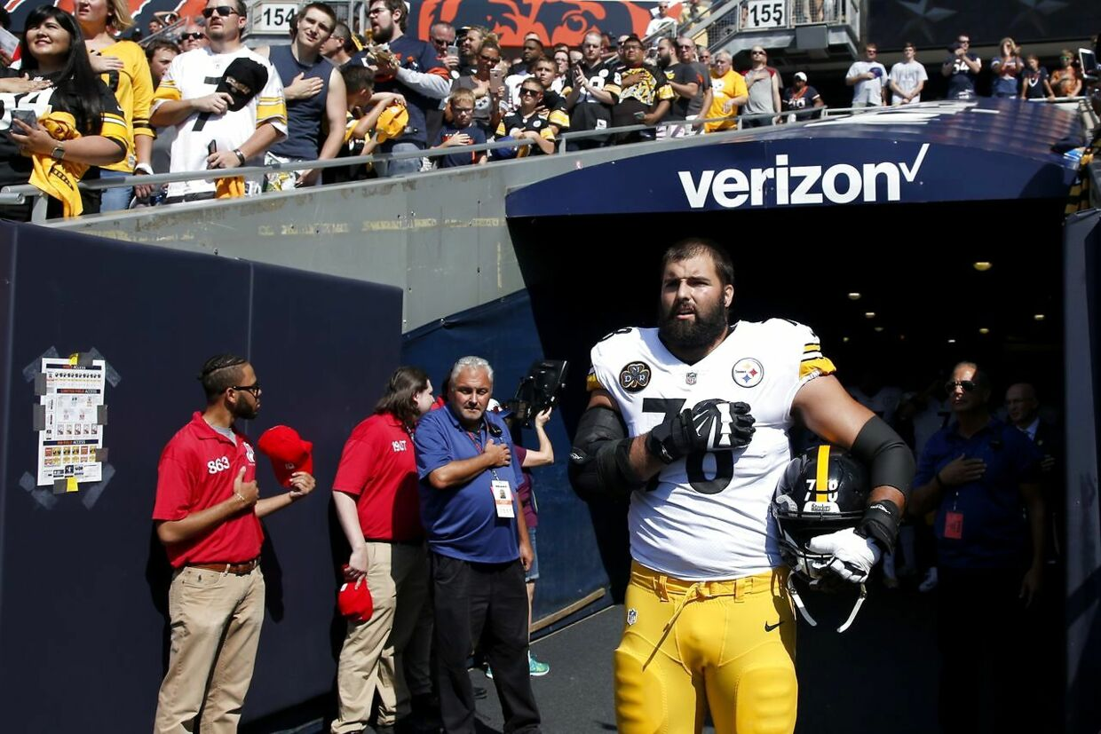 CHICAGO, IL - SEPTEMBER 24: Alejandro Villanueva #78 of the Pittsburgh Steelers stands by himself in the tunnel for the national anthem prior to the game against the Chicago Bears at Soldier Field on September 24, 2017 in Chicago, Illinois. Joe Robbins/Getty Images/AFP == FOR NEWSPAPERS, INTERNET, TELCOS & TELEVISION USE ONLY ==