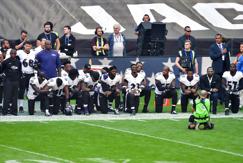 Flere spillere fra Jacksonville Jaguars og Baltimore Ravens valgte også at gå på knæ til kampen på Wembley i London.