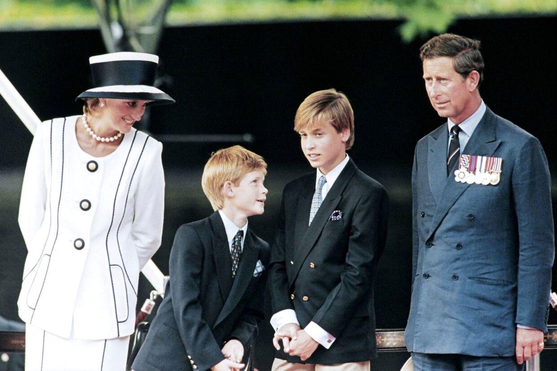 Diana og Charles ses her sammen med deres sønner i 1995.