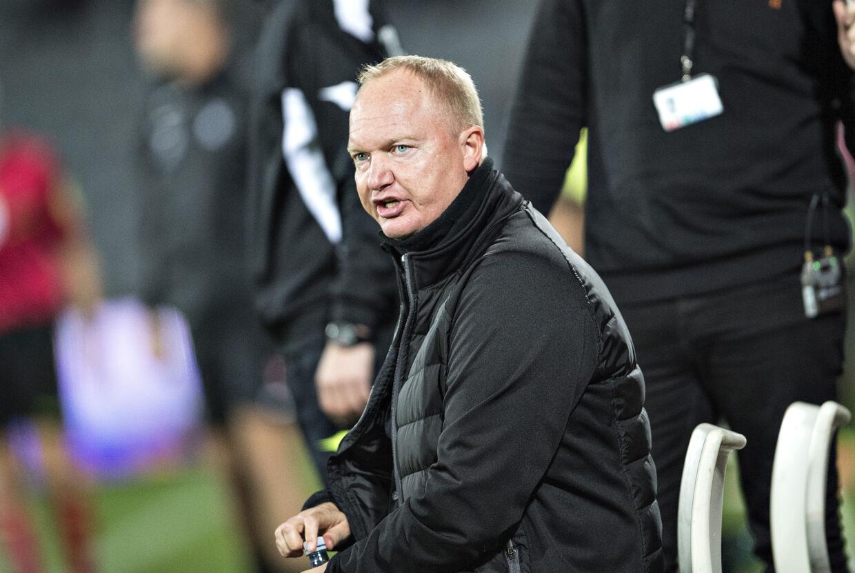 •AGFs træner Glen Riddersholm erkendte, at der var klasseforskel på hjemmeholdet og FCM. foto: Henning Bagger