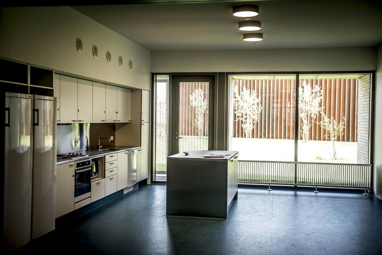 I hver boenhed er et køkken, hvor de indsatte skal lave mad til sig selv. (Foto: Mads Claus Rasmussen/Scanpix 2017)