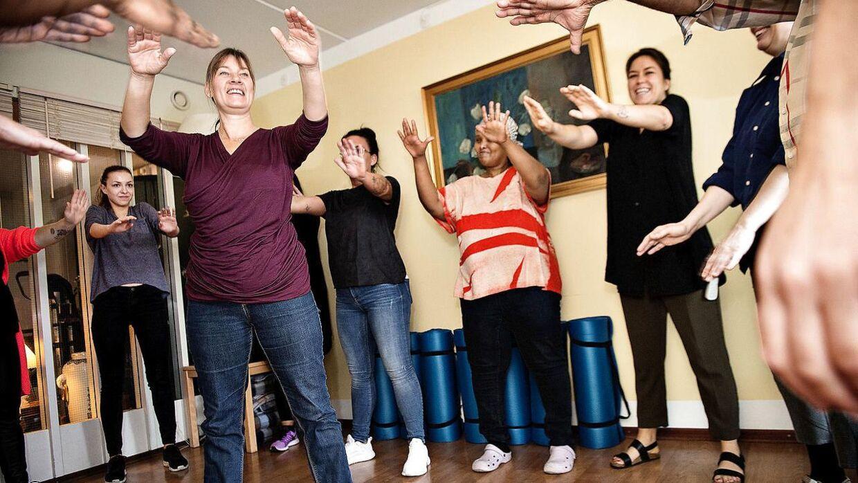 Træningen på Peder Lykke Centret er obligatorisk for alle. Formålet er at forebygge smerter i f.eks. ryg og lænd.