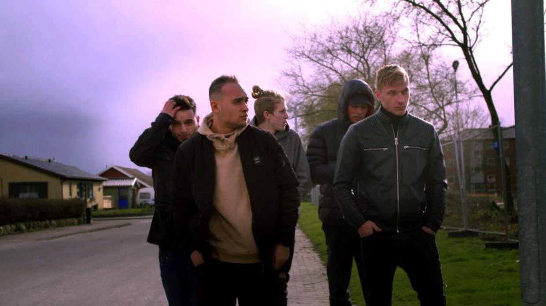 drenge på kanten