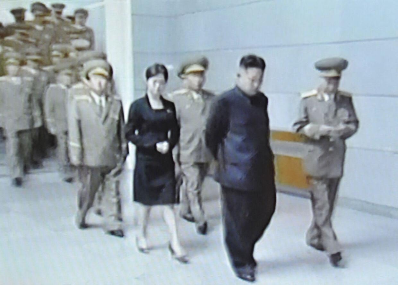 Grab fra nordkoreansk tv 9. juli 2012, hvor medierne spekulerede i, om kvinden bag Kim Jong-un var hans lillesøster.