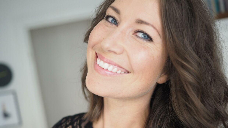 Cana Buttenshøn er forfatter, jordemor og blogger.