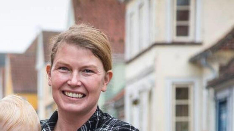 39-årige Iza Alfredsen har skrevet en advarsel om coronavirussens spredning. Advarslen er blevet delt så mange gange på de sociale medier, at hendes hjemmeside er gået ned, mens andre mener, hendes advarsel er en urealistisk dommedagsprofeti.