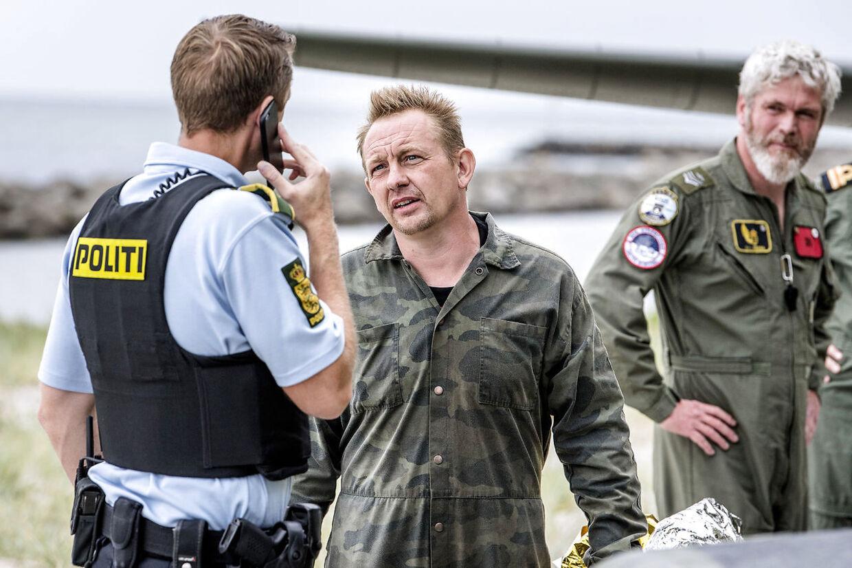 Norge vil efterforske drabssager med Peter Madsens dna Norsk politi vil undersøge, om Peter Madsen kan hænges op på uopklarede drabssager i Norge.Se RB kl.13.57 den 11.10.2017 !!!! SPECIALPRIS FOR KUNDER UDEN NYHEDSTJENESTE-ABONNEMENT: PR. BILLEDE KR. 2.000, - + MOMS !!! Ubådskaptajn Peter Madsen reddet i land i Dragør Havn fredag d. 11. august 2017, efter en større redningsaktion ud for Københavns Havn. PLUS Selv om en række oplysninger belaster den drabssigtede Peter Madsen, mangler efterforskerne fortsat at besvare afgørende spørgsmål i den usædvanlige sag. (Foto: Bax Lindhardt/Scanpix 2017)
