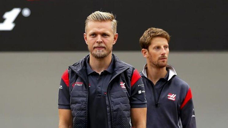Ferrari - som leverer motorerne til Haas-bilerne i Formel 1 - spurgte, om Haas ville skifte enten Kevin Magnussen (tv) eller Romain Grosjean ud. Men italienerne fik nej hos amerikanerne.