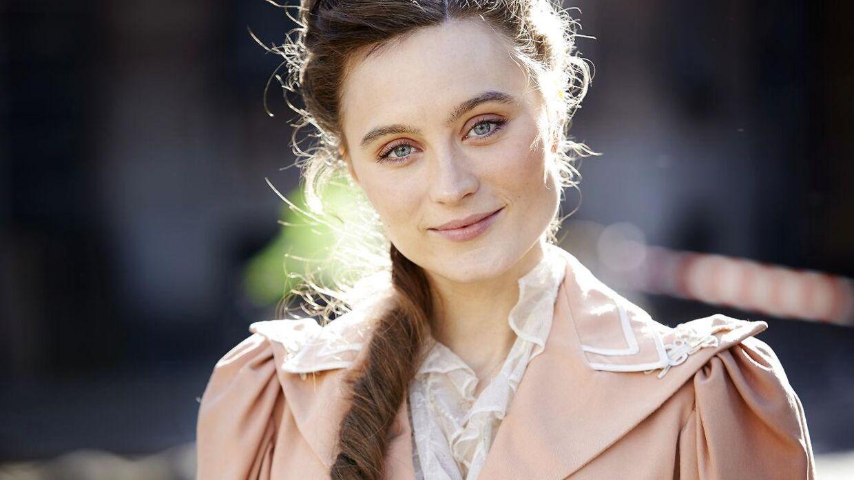 Skuespiller Julie Christiansen, her under optagelser til tv-serien Lykke Per med instruktion af Bille August på Nytorv i København.