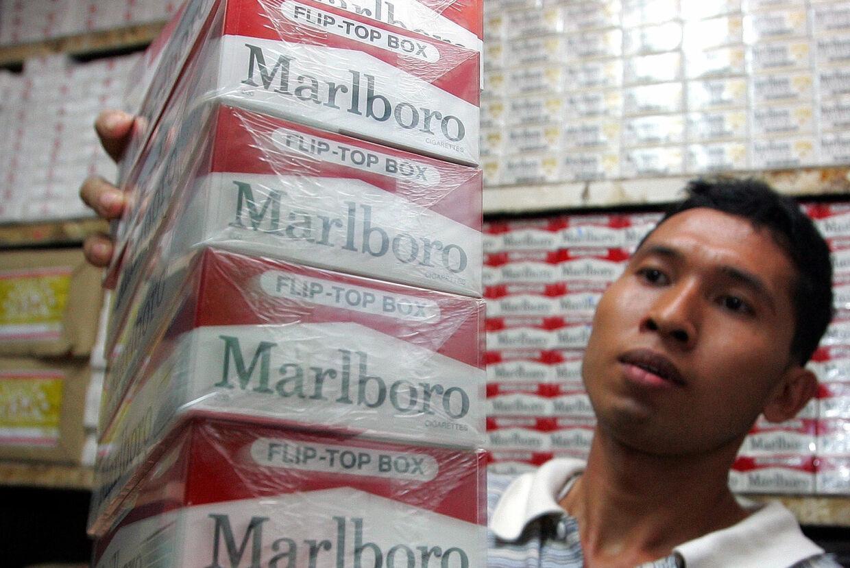 Phillip Morris sælger færre cigaretter, men øger omsætningen. Reuters/Beawiharta