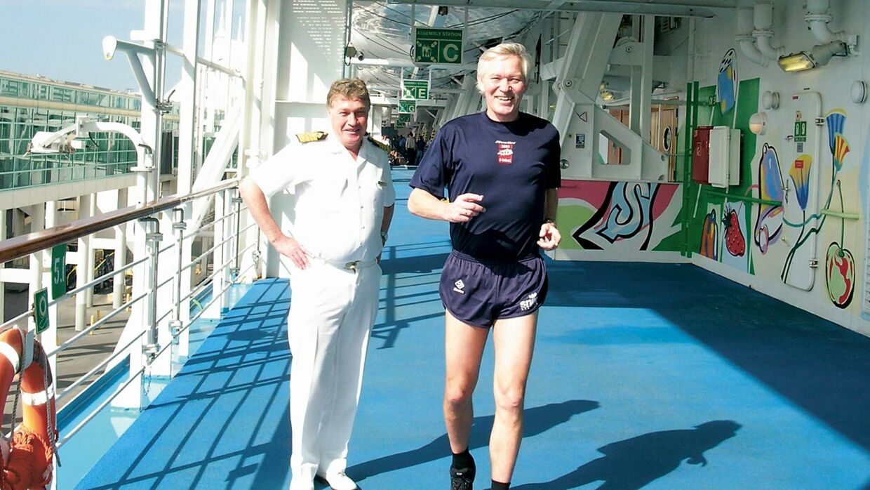 Peter Fredberg var to måneder inden maratonløbet ombord på Norwegian Sun i Miami for at måle banen op og tale med den norske kaptajn Trygve Vorren.