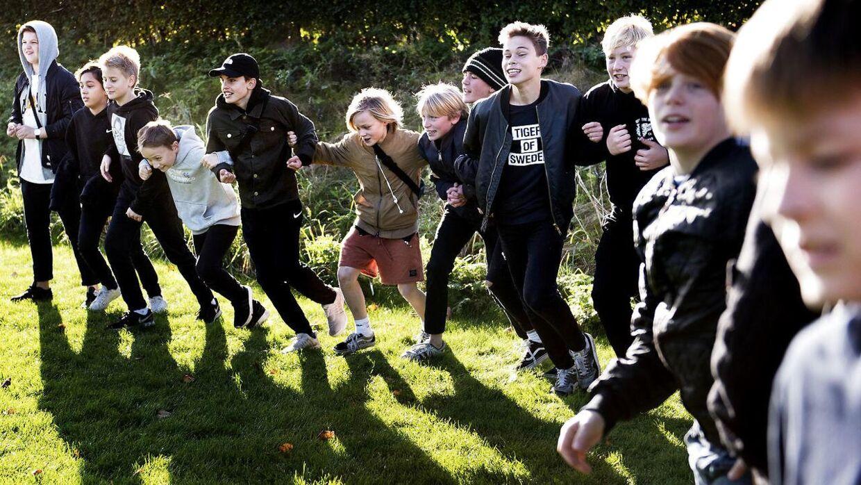Reportage fra Gerlev Legepark, hvor elever fra 7. klasse skal lære at lege traditionelle lege - til serie om, hvordan børns leg er forandret.