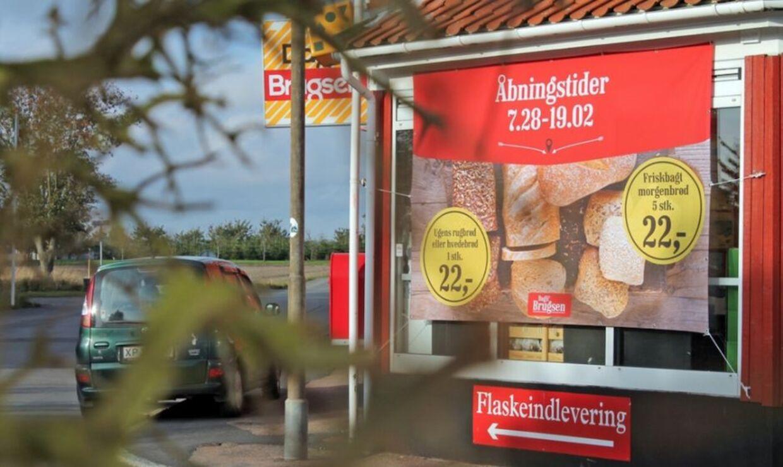 Dagli'Brugsen i Pedersker har brandet sig på de underlige åbningstider.