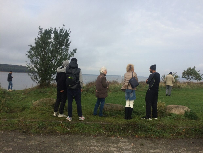 Hver dag mødes op mod 40 frivillige ved Strandgrillen i Frederikssund, hvor de planlægger den civile eftersøgning af den forsvundne Tawob Khoshival.