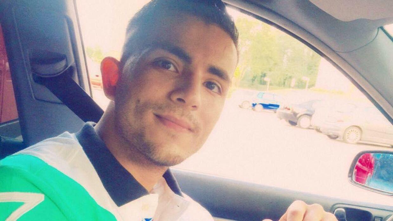 Den 24-årige Tawob Khoshival var sejlet ud på Roskilde Fjord lørdag 15. oktober sammen med en kammerat, da jollen pludselig brød i brand. Kammeraten reddede sig i land, men Tawob Khoshival er endnu ikke fundet.