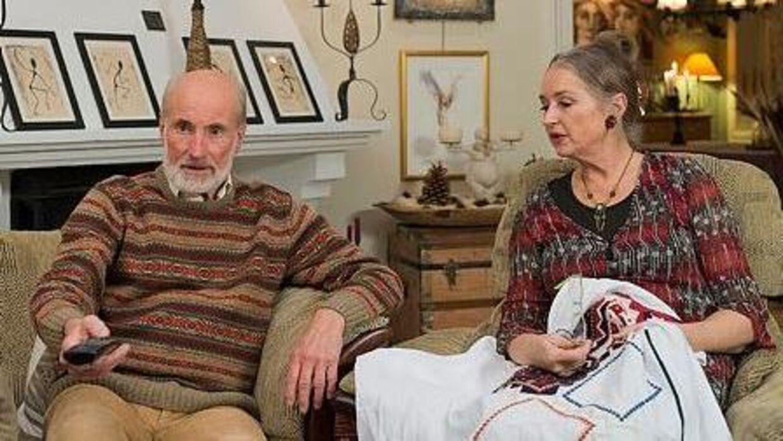 Jan E. Ridd, som her ses i NRK-programmet 'Sofa' sammen med sin kone, Silvia Leine, opdagede som 68-årig, at hans forældre havde haft en dyb hemmelighed, som de havde skjult for ham hele livet.