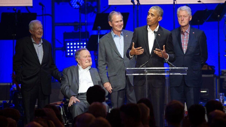 De fem tidligere, nulevende præsidenter Jimmy Carter, George H. W. Bush, George W. Bush, Barack Obama og Bill Clinton var alle samlet til velgørenhedskoncert lørdag til fordel for ofrene for den seneste tids mange orkaner.