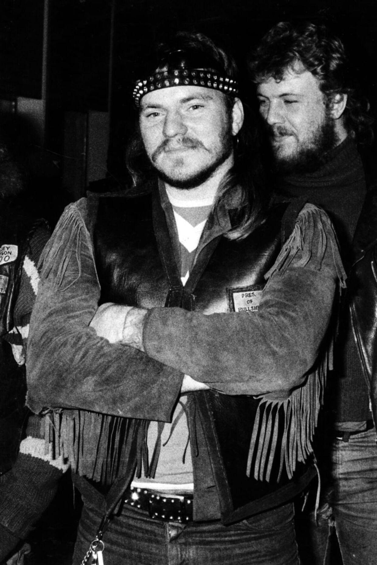 Bullshits leder 'Makrellen' alias Henning Norbert Knudsen i 1984. Han bliver likvideret samme år af HA-rockeren Jønke.