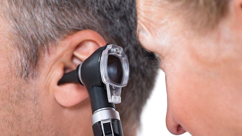 hovedpine bag øret
