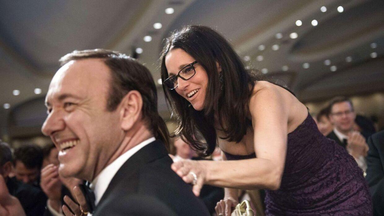 SKuespiller Kevin Spacey med kollegaen Julia Louis-Dreyfus i forbindelse med 'the White House Correspondents' Association Dinner'. Washington den 27. april 2013.