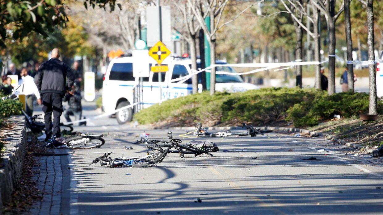 Gerningsmanden kørte sin bil ind på cykelstien, hvor han ramte adskillige tilfældige.