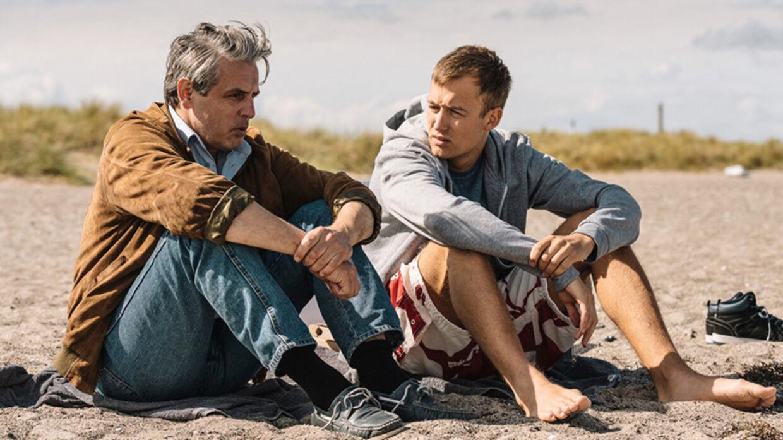 Claus bonder med sin 19-årige søn Silas (godt spillet af Oscar Dyekjær Giese). Foto: Henrik Ohsten