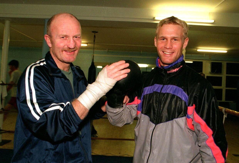 Ricard Olsen sammen med sin søn, bokseren Frank Olsen.