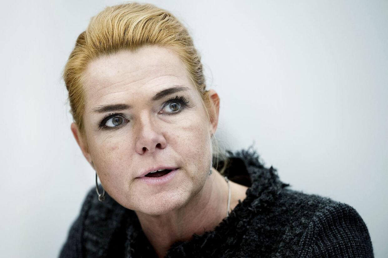 Udlændinge- og integrationsminister Inger Støjberg (V) er kaldt i samråd om baggrunden for beslutningen om et stop for kvoteflygtningen, tirsdag den 24. oktober 2017. Ministeren skal blandt andet svare på, om hun mener, det er en rigtig beslutning i forhold til verdenssamfundets fællesansvar over for denne gruppe af flygtninge. Inger Støjberg samråd. (Foto: Liselotte Sabroe/Scanpix 2017)