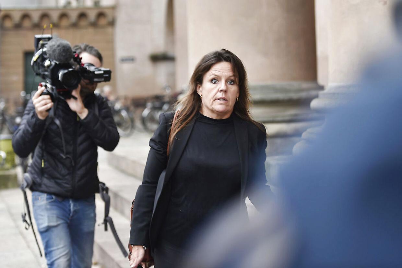 Forsvarsadvokat Betina Hald Engmark har tidligere skudt det seksuelle motiv ned, fordi ikke er fundet spor af, at der skulle være foregået noget seksuelt mellem Peter Madsen og den svenske journalist Kim Wall.