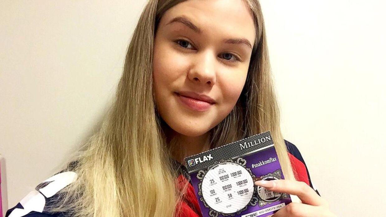 19-årige Amalie Engen blev millionær, mens hun ventede på bussen.