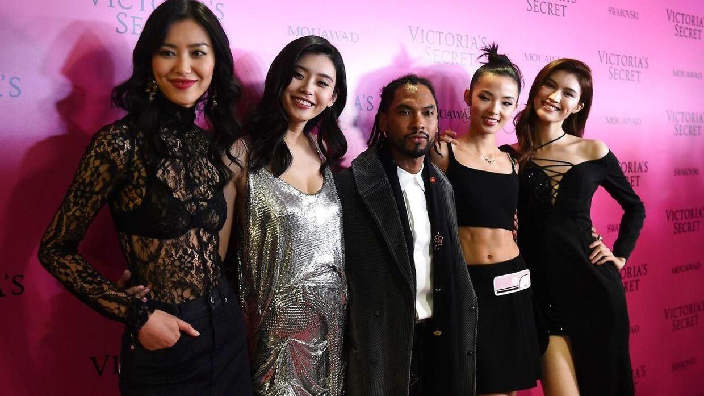 Mandag foregik dette års Victoria's Secret Fashion Show, hvor blandt andet sangeren Miguel optrådte.