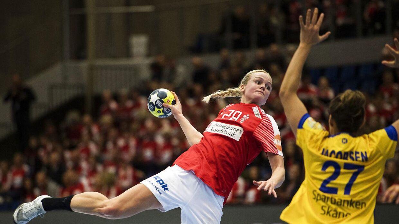 d03b9b35591 Stine Jørgensen viste, at hun er en vigtig spiller for Danmark, som tabte  den