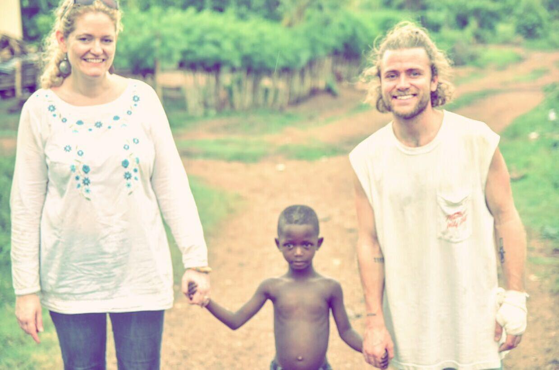 Tim Schou laver også en del nødhjælpsarbejde. Her er han i Ghana som ambassadør for projektet 'Meeting Bismarck'.