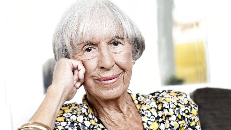 Efter to fald har 100-årige Lise Nørgaard taget sine forholdsregler.