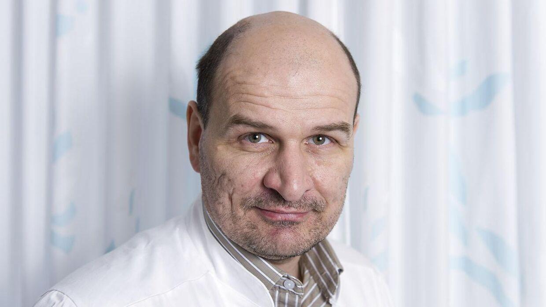 Jens-Christian Holm er overlæge i pædiatri (børnesygdomme). Han har udviklet den såkaldte Holbæk-metode, som har hjulpet over 1.000 børn med et varigt vægttab.