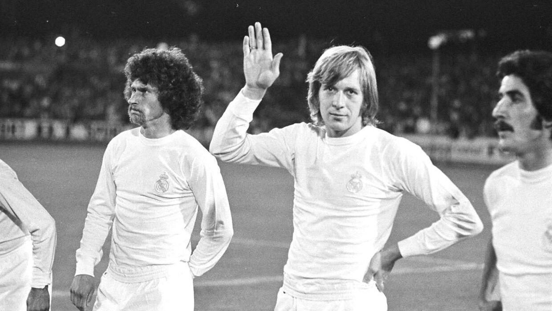 Henning Jensen (med hånden i vejret) som Real madrid-spiller. Her med tyske Poul Breitner (tv).