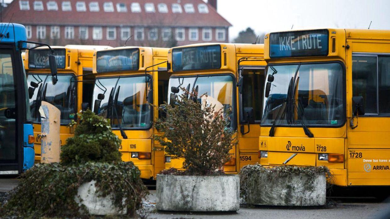 Busserne i Kvaglund-området i Esbjerg er blevet skudt på og fået kastet brosten på sig. (Ikke de busser på billedet.)