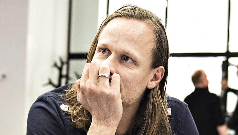 Kasper Søndergaard er torsdag formiddag tilbage på træningsbanen i Skjern Håndbold efter han i tirsdags i sit hjem besvimede op pådrog sig en kæmpe flænge i panden.