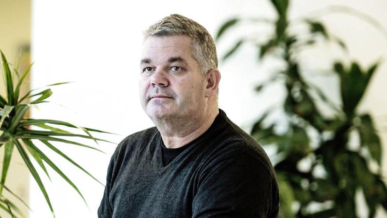 Telmore-stifteren Frank Rasmussen ville hjælpe enlige forsørgerer - nu er han blevet begravet i råb om hjælp.