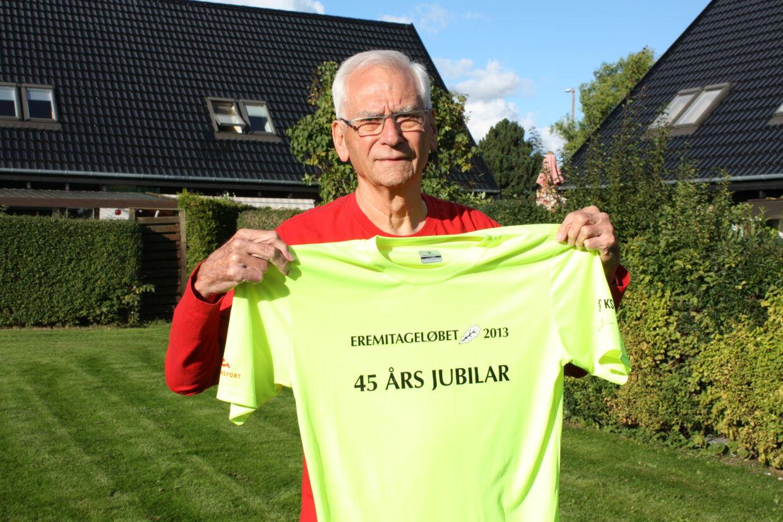 Bent Frandsen – her i trøjen fra 45 års jubilæet i 2013 - fylder 85 til foråret og bliver den ældste af 50 års jubilarerne. I de første fire år skulle man være fyldt 20 år for at deltage i Eremitageløbet.