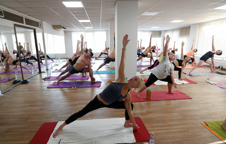 Yoga er ikke kun for de spirituelle - mange danskere dyrker sporten for at opnå bedre smidighed, balance og ro i sindet.