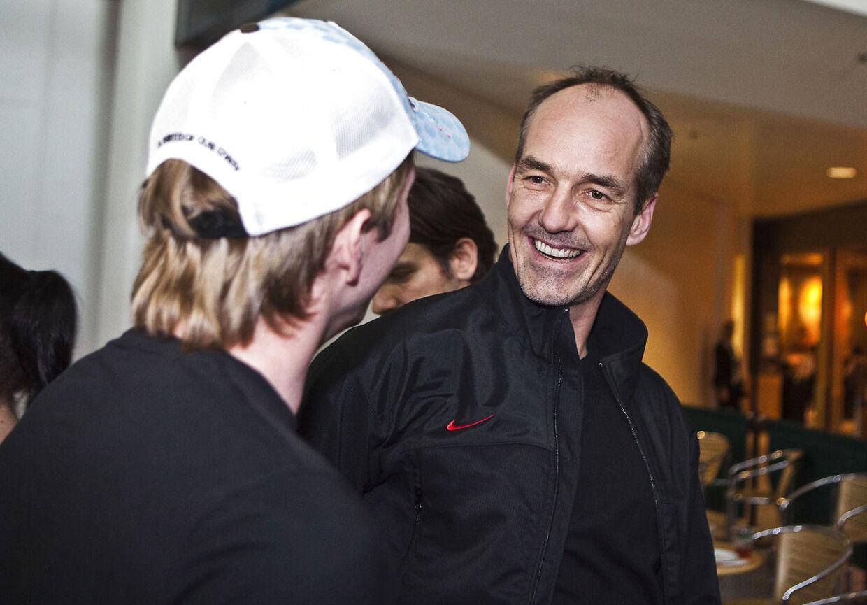 Jesper Duus (th.) er klar til at sende et dansk hockeyhold til OL i Sydkorea, mens det danske OL-holds chef-de-mission, Morten Rodtwitt, er mere forbeholden.