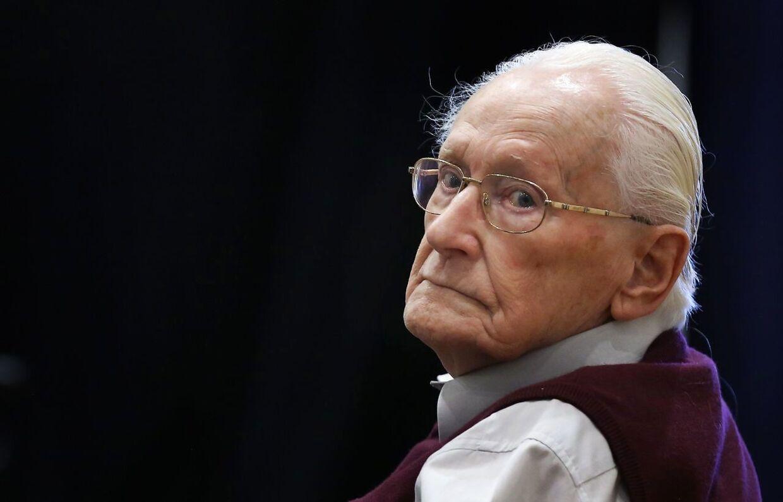 Den 96-årige tidligere SS officer, Oskar Gröning, tabte sin appel til højesteret og skal nu afsone sin dom på fire år for at være medskyldig i drabet på 300.000 jøder.