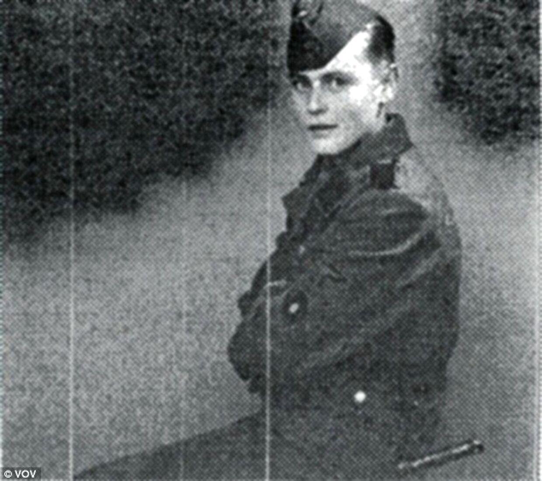 Helmuth Leif Rasmussen i sin Frikorps Danmark-uniform som 17-årig