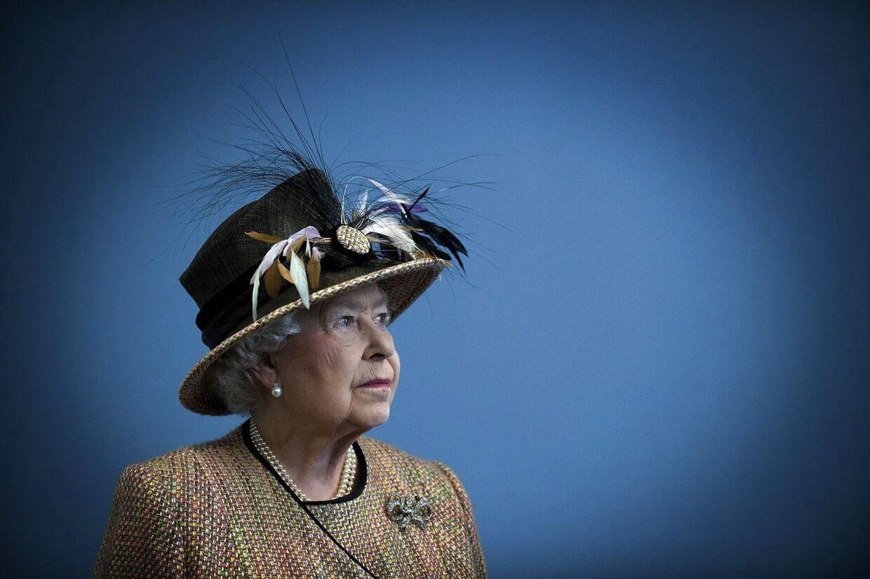 Den britiske dronning Elizabeth II og en række andre statsledere udtrykker deres sorg efter skoleskyderiet, der kostede 26 personer livet.