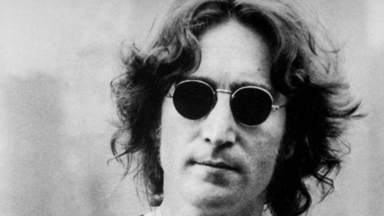 e4b8cfda9861 En lok af John Lennons hår ryger senere på måneden til salg på en  amerikansk auktion