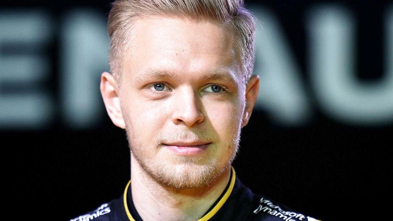 Kevin Magnussen er tilbage i Formel 1 og det med en dansk storsponsor i ryggen. Manden bag hedder Anders Holch Povlsen, og ham er den tidligere racerkører Thorkild Thyrring begejstret for. Thorkild Thyrring mener nemlig, at Anders Holch Povlsen skal tilskrives en stor del af æren for, at Kevin Magnussen atter er at finde blandt et af de 22 eftertragtede sæder.