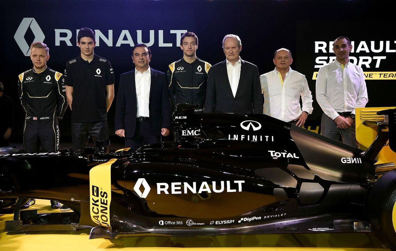 På bilen, der blev vist frem på pressemødet i Paris, hvor racerkørerne for Renault blev præsenteret, kunne man se en reklame med ordene 'Jack and Jones'. Derved blev det synligt for mange, at direktøren for modekæden Bestseller, Anders Holch Povlsen, har haft en stor finger med i det spil, der har bragt Kevin Magnussen tilbage til Formel 1.