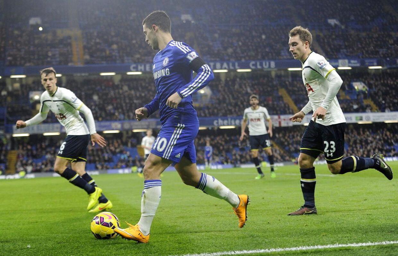 Christian Eriksen (th) og Tottenham får det svært, når de i dag skal dæmme op overfor Chelsea og Eden Hazard (midten).