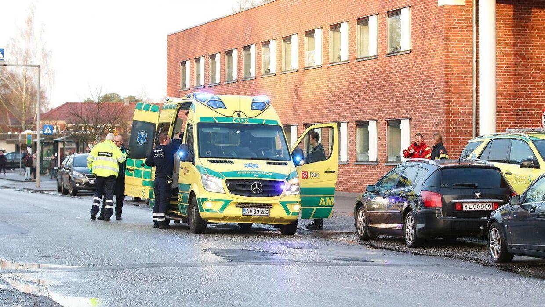 Politi og ambulance ved Borgerservice i Sorø onsdag 3. januar 2018 hvor en 68-årig af ukendte årsager satte ild til sig selv. (Foto: René Lind/Scanpix 2018)